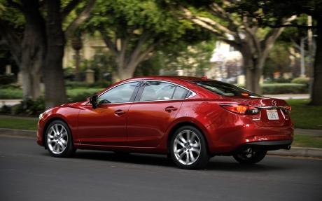 2014-Mazda6-rear-three-quarter-in-motion