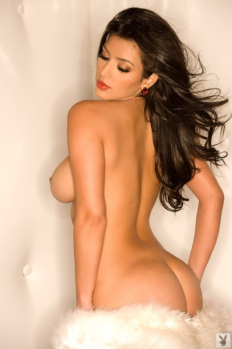 kim-kardashian-playboy-boobs-butt-pics
